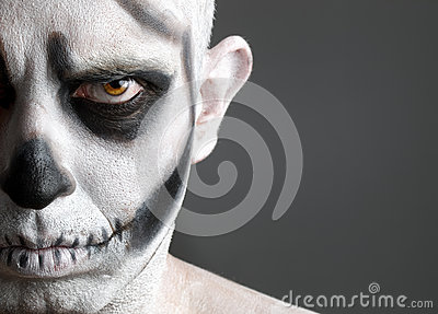 Hombre De La Cara Pintado Con Un Cráneo 3 Imagenes de archivo , Imagen 27609554