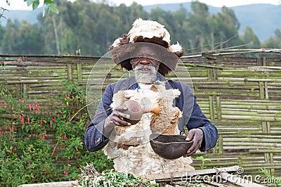 Hombre de medicina ruandés Foto de archivo editorial