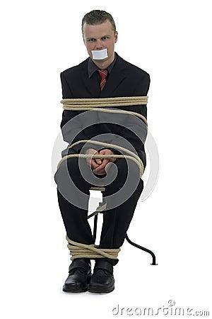 Montar atado hombre en silla