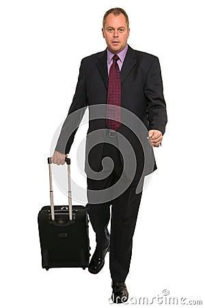 Hombre de negocios con equipaje del recorrido