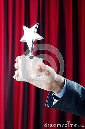 Hombre de negocios con la concesión de la estrella