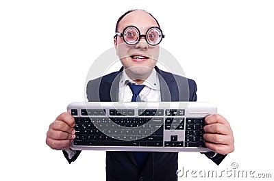 Hombre de negocios del empollón con el teclado de ordenador