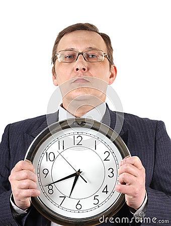 Hombre en juego con el reloj