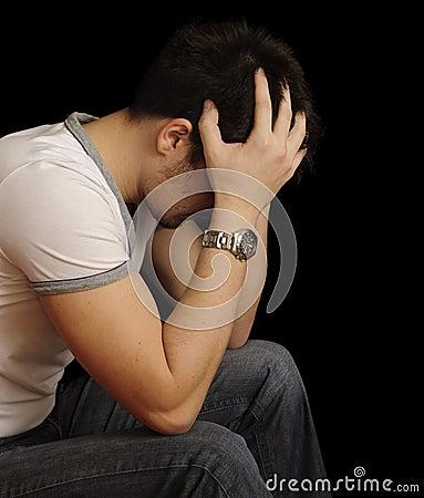 Hombre joven deprimido