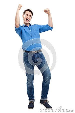 Hombre joven emocionado