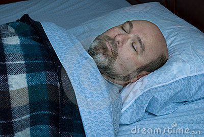 Hombre maduro durmiente