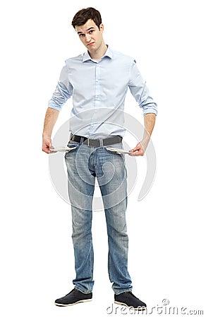 Hombre que muestra los bolsillos vacíos