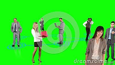 Hombres de negocios que conectan en fondo verde almacen de video