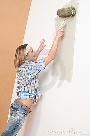 Home improvement: Smiling woman with paint roller