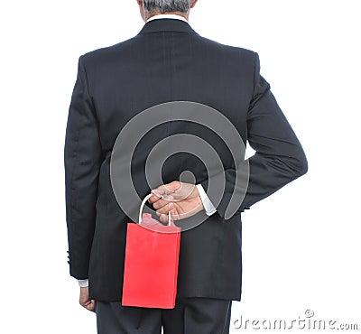 Homem com do presente do saco parte traseira atrás