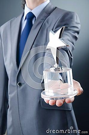 Homem de negócios com concessão da estrela