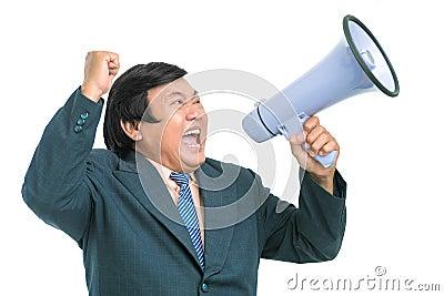 Homem de negócios gritando