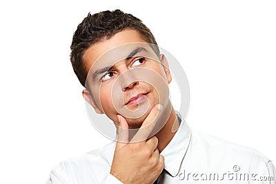 Homem de negócios novo perdido nos pensamentos