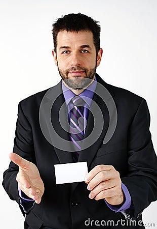 Homem de negócios que introduz-se