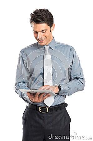 Homem de negócios Using Digital Tablet