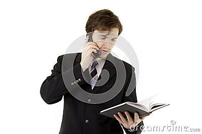 Homem de negócios com telefone e diário