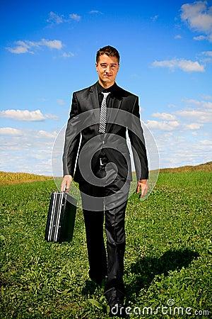 Homem de negócios de passeio