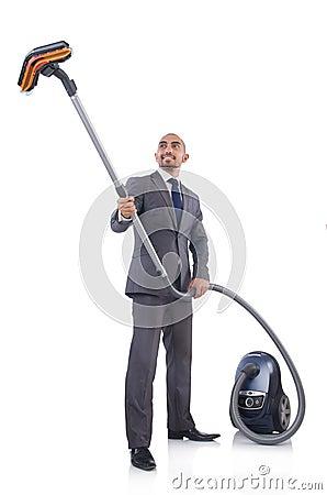 Homem de negócios que faz a limpeza do vácuo