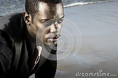 Homem do americano africano no terno