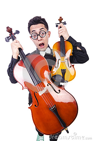 Homem engraçado com violino