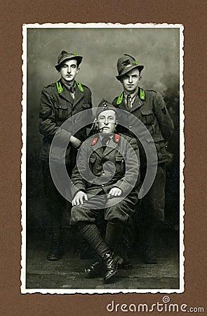 Homem foto-militar antigo do original 1943
