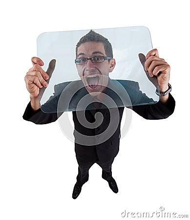 Homem gritando