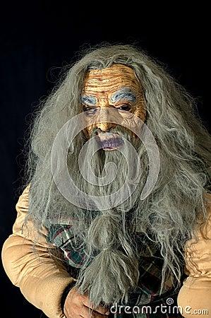 Homem idoso assustador