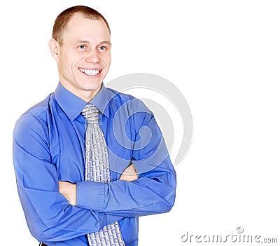 Homem novo atrativo de sorriso aberto