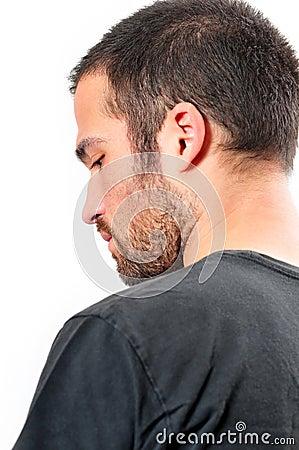 Homem novo com barba pequena