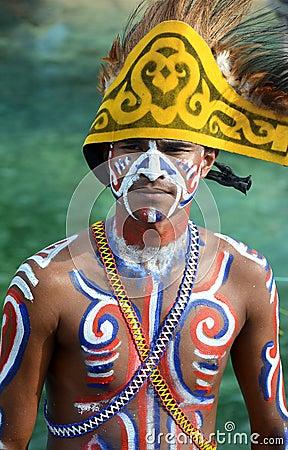 Trajes tipico do mundo  Homem-novo-de-papua-thumb22227636