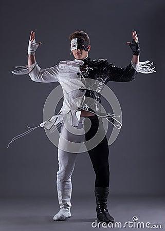 Download Homem Novo No Vestido De Fantasia Preto E Branco