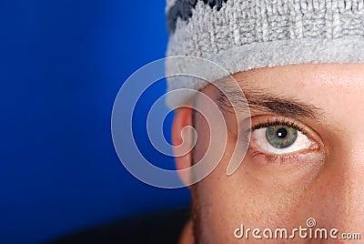 Homem olhando fixamente