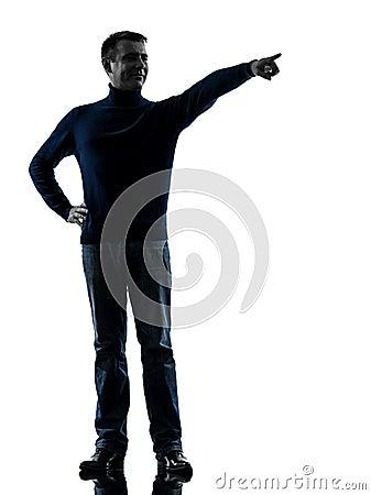 Homem que aponta o comprimento completo da silhueta do dedo