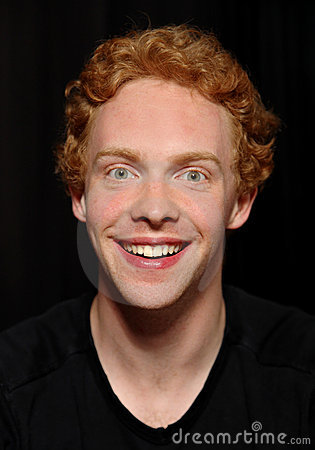 Homem redhaired alegre