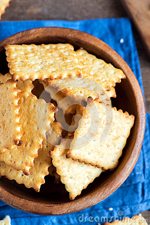 Free Homemade Cheesy Crackers Stock Images - 86957874