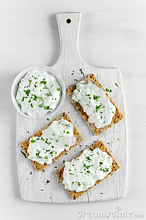 Free Homemade Crispbread Toast With Cottage Cheese And Parsley On White Wooden Board Background. Stock Photo - 84608020