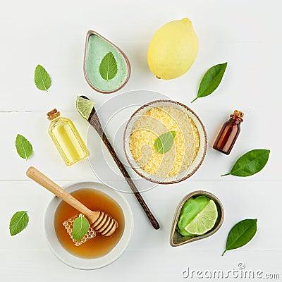 Free Homemade Lemon Essential Oil, Salt Bath And Fresh Honey In The P Royalty Free Stock Image - 80290826