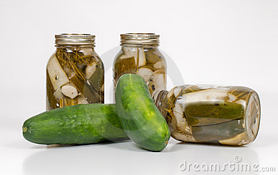 Homemade Pickles with Cucumbers