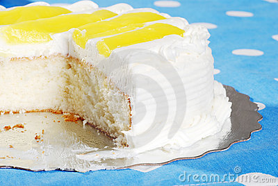 Homemade vanilla lemon cake