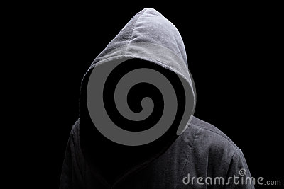 Homme à capuchon dans l ombre