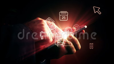 Homme à l'aide du smartphone avec les apps olographes banque de vidéos
