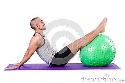 Homme avec la boule suisse
