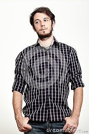 Homme avec la chemise Checkered