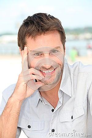 Homme avec une barbe