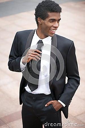 homme d 39 affaires heureux souriant dehors dans le costume noir images stock image 33619484. Black Bedroom Furniture Sets. Home Design Ideas