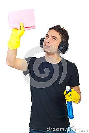 Homme d ouvrier de maison de nettoyage
