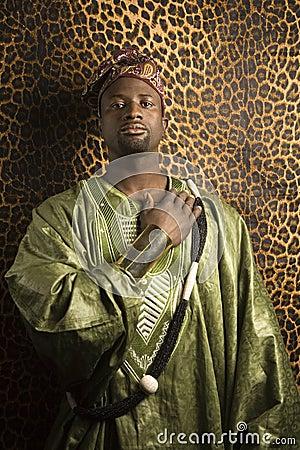 Mezanmi gade komedyen, que sont devenues les fleurs du temps passé? - Page 2 Homme-dans-le-v-ecirctement-africain-traditionnel--thumb2044022