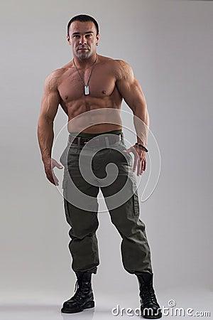homme de muscle dans l 39 habillement militaire photo stock image 49932175. Black Bedroom Furniture Sets. Home Design Ideas