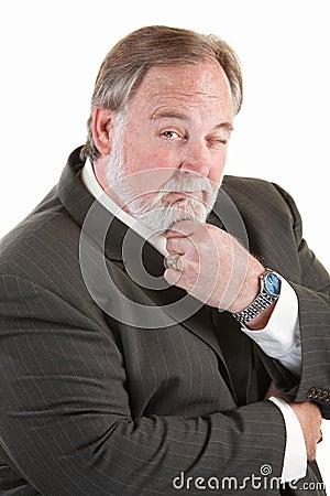 Homme facile à vivre avec la barbe