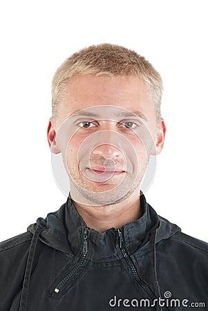 Homme souriant d un air affecté